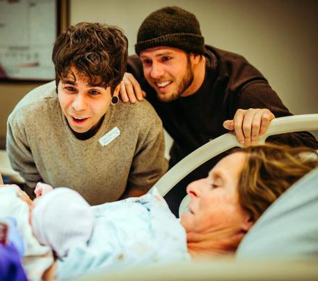 Usa: a 61 anni partorisce bimba per figlio gay (Credit: prof